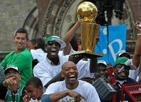 Two days after Game 6, Garnett and the Celtics showed off the trophy to fans during a
