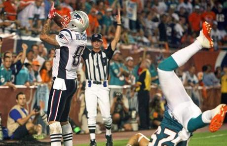 Aaron Hernandez caught one of his seven passes for a touchdown in the third quarter.