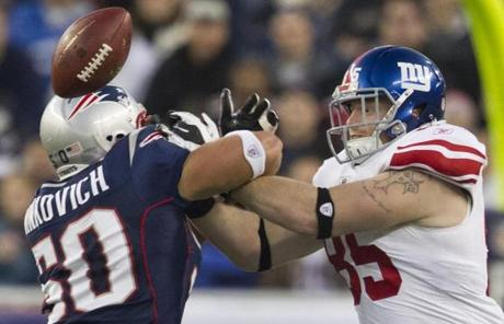The game was an unofficial rematch of Super Bowl XLII in 2008, which the Giants won, 17-14.