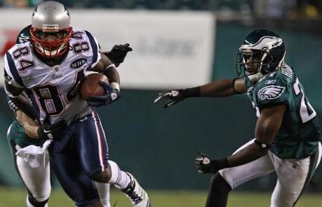 Wide receiver Deion Branch (84) broke loose for a long gain in the second quarter.