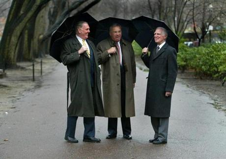 FROM MERLIN ARCHIVE, DON NOT RESEND TO LIBRARY 1-5-2003 Boston-Three Boston mayors getting together at the Public Garden for a photo shoot by photographer Bill Brett for a up coming book on Boston. Former mayor Ray Flynn, Mayor Tom Menino and former mayor Kevin White. OUTTAKe