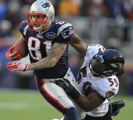 FOXBOROUGH, MA JANUARY 22, 2012 AFC CHAMPIONSHIP NEW ENGLAND PATRIOTS VS. BALTIMORE RAVENS Baltimore Ravens' Dannell Ellerbe #59 tries to tackle New England Patriots' Aaron Hernandez #81 in the second quarter of the game on Sunday, January 22, 2012 at Gillette Stadium in Foxborough, MA. (Stan Grossfeld/Globe Staff Photo)