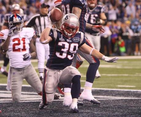 Danny Woodhead's touchdown gave the Patriots a 17-9 lead heading into halftime.