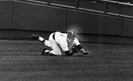 Fred Lynn dove to catch this Johnny Bench line drive in Game 2 of the 1975 World Series.