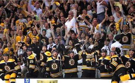 The Bruins' bench celebrates as time runs out in the third period, beating Tampa 1-0, during game 7 of the Eastern Conference Finals. (May 27, 2011)