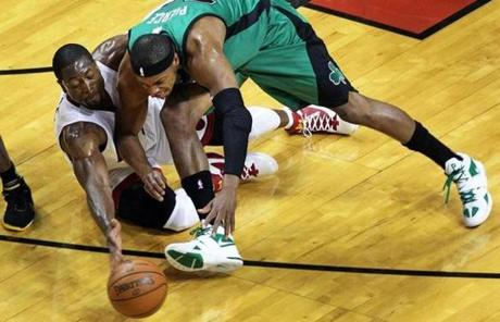 Dwyane Wade and Paul Pierce competed for a loose ball in the first quarter.