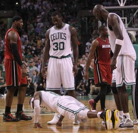 Rajon Rondo did pushups on the the court in the second quarter.