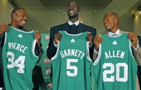 Boston, MA 07/31/2007: Former Minnesota Timberwolves star Kevin Garnett (center) was introduced as the newest member of the