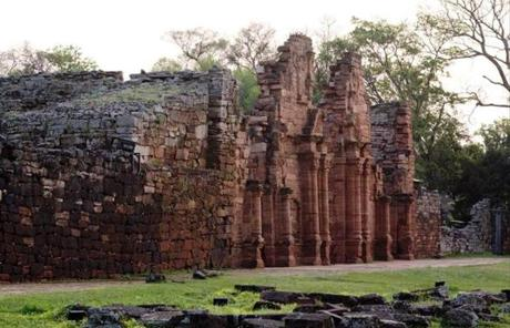 Misiones gets its name from the many missions, such as San Ignacio Mina, established by the Jesuits during colonial times.
