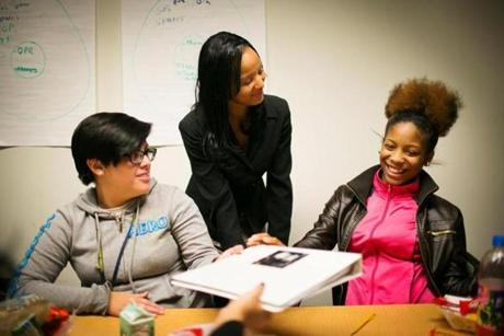 Asia Graves (center) spoke to Liliana Guandique (left), 17, and Lenisha Carter, 16, in Washington, D.C., in October.