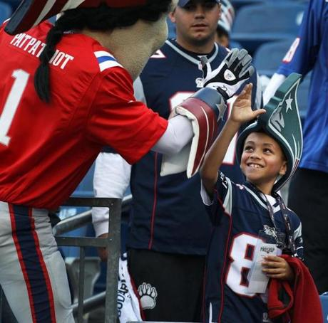 10-21-2012: Foxborough, MA: PREGAME........A young fan gets a high five from New England mascot