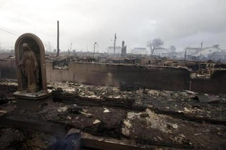 The fire in Queens destroyed between 80 and 100 houses Monday night in the flooded neighborhood.