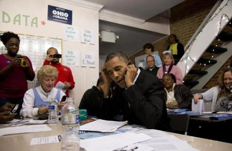 President Obama visited a campaign office in Columbus to greet and make phone calls to volunteers.