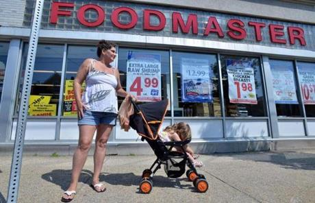 Johnnie's Foodmaster will close all 10 of its stores, and is selling leases of six of them to Whole Foods.