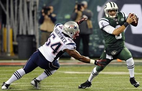 Patriots outside linebacker Dont'a Hightower sacked Jets quarterback Mark Sanchez in the first quarter.