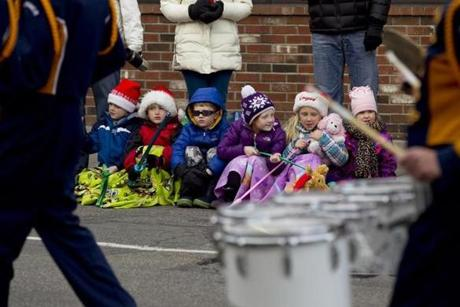 Quincy, MA - 11/25/2012 - From left, all cousins, Michael Riley (cq), 5, Brendan Riley (cq), 6, Tommy Regan (cq), 5, Dianna Regan (cq), 8, Mary Riley (cq), 7, and Olivia Farrow (cq), 4, sit and enjoy the parade. The Rileys are from Weymouth, the Regans from Hanover, and Olivia is from Hingham. The Annual Christmas Parade in Quincy, MA on Sunday, November 25, 2012. (Yoon S. Byun/Globe Staff) Slug: 26parade Reporter: n/a LOID: 5.0.3898978635