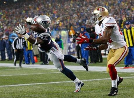 Alfonzo Dennard deflected the ball away from Randy Moss in the second quarter.