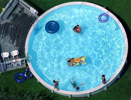 Globe staff photo by David L Ryan, Boston Area 8-14-03: SWIMMING POOLS ALL PLACES AND SHAPES. -- Library Tag 09012003 Living