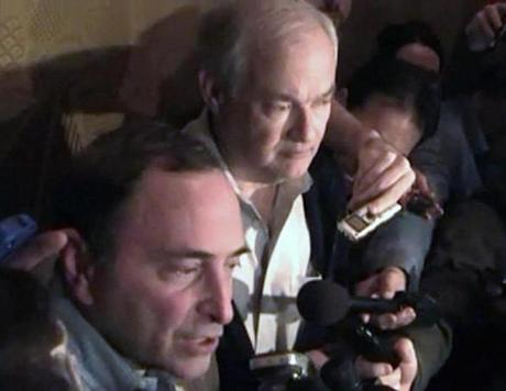 NHL commissioner Gary Bettman (left) and union head Donald Fehr announced a deal ending the lockout on Sunday.