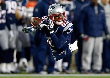 Brandon Lloyd of the Patriots misses a catch against the Ravens.