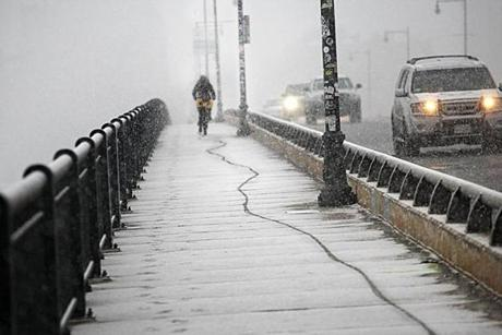 Cambridge, MA., 01/28/13, Snow made for a slippery commute on the Harvard Bridge over the Charles River. (This is Mass Ave.) Suzanne Kreiter/Globe staff