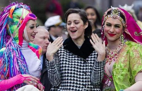 epa03563216 French actress Marion Cotillard (C) rides with cast members Renee Rober (L) and Ben Moss (R) as she is paraded through the streets of Harvard Square enroute to her roasting ceremony as the Hasty Pudding Theatricals Woman of the Year 2013, in Cambridge, Massachusetts, USA 31 January 2013. Cotillard joins a list of others honored by the historical theater group including Claire Danes, Julianne Moore and Anne Hathaway. EPA/DOMINICK REUTER CROPPED VERSION OF epa03563215