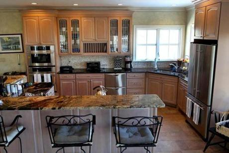 Quincy-01/09/13- Home of the week-12 Quentin Street. The kitchen. Boston Globe staff photo by John Tlumacki (business)