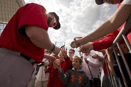Jonny Gomes signed autographs for some fans during the Red Sox workout.