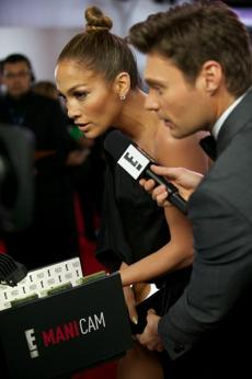 Jennifer Lopez showed off her Tom Bachik manicure in E!'s ManiCam at the Grammys.
