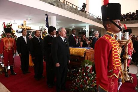 Raúl Castro, president of Cuba (center), and other Latin American leaders posed with the coffin.