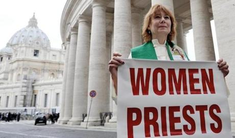 Janice Sevre-Duszynska, an excommunicated female priest, sought to draw attention to women in the church.