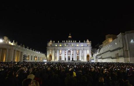 A huge crowd watched as the new pope appeared at the balcony.