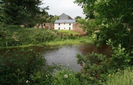 Bridge Cottage, tucked inside the border of Tipperary, sits on the grounds of the derelict family mill.