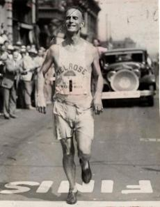 Sports/ Print scan. Boston Marathon, year by year for preview section. Story on evolution of the race. Clarence De Mar wins Baltimore Marathon 1927 Globe file photo. Image for 4/16/10 -- Marathonhistory
