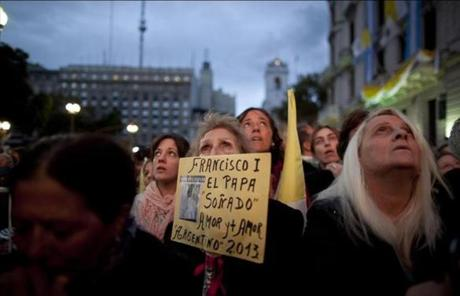 A woman held a sign as she watched the installation from Buenos Aires.