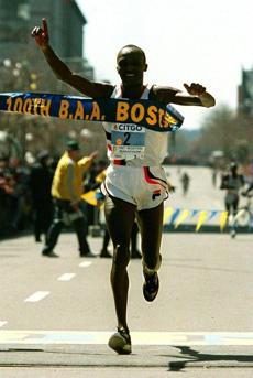 4-15-96:Boston: Moses Tanui breaks the tape to win the 100th Boston Marathon at finish line, with second place finisher far behind. Used 04-19-98, Moses Tanui claim victory in the 100th running of the Boston Marathon in 1996. Globe Staff Photo / Jim Davis)bg store / ops / boston marathon / bg store bostonmarathon1996 SportsBookOther