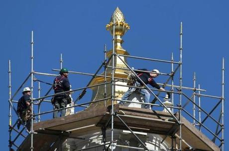 BOSTON , MA. 05/06/13: The Massachusetts State House is getting some work done on it's golden dome for lightening protection along with inspectional work. ( David L Ryan/Globe Staff Photo ) SECTION: METRO TOPIC stand alone photo