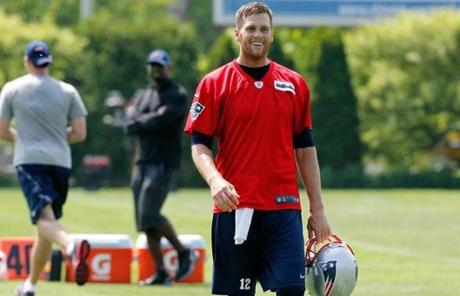 Fans saw their first glimpse of Tom Brady and the Patriots back on the practice field Tuesday as they team participated in an offseason workout.