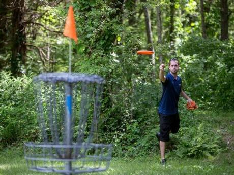 Jason Dore played a round of disc golf during the finals of the 2013 Borderland Spring Flin