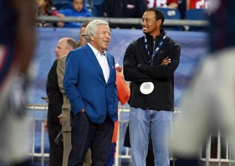Patriots owner Robert Kraft (left) was joined by golf legend Tiger Woods (right) on the sidelines during pregame warmups.