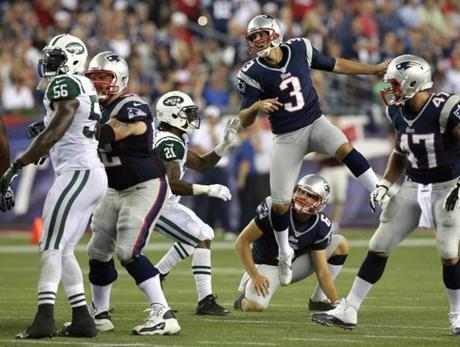Patriots kicker Stephen Gostkowski watched his field goal attempt go wide as time ran out in the first half.