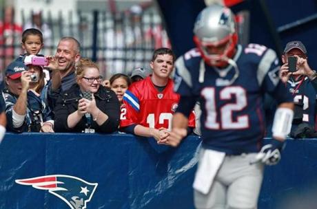 Fans reacted as Tom Brady took the field for pregame warm-ups.