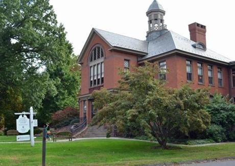 The Wethersfield Museum at the Keeney Memorial Cultural Center has artifacts and exhibits on the town's history.