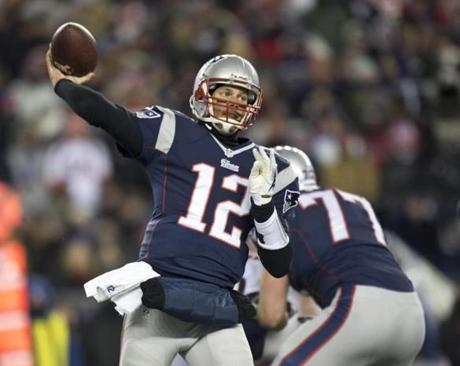Brady threw a 7-yard reception to Kenbrell Thompkins in the first quarter.