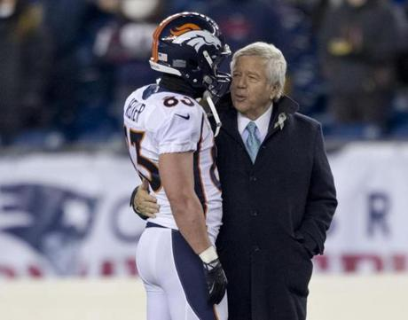 Former Patriot Wes Welker spoke with New England owner Robert Kraft before the game.
