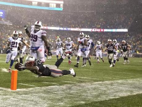 Blount's dive to the end zone capped off a 35-yard touchdown run.