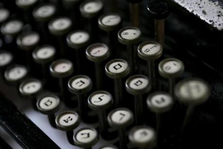 The keys on her Yiddish typewriter.
