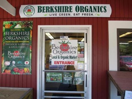 https://c.o0bg.com/rf/image_r/Boston/2011-2020/2014/09/08/BostonGlobe.com/Travel/Images/D_BAIR_BerkshiresMeat_BerkshireOrganicsentranceA.r.jpg