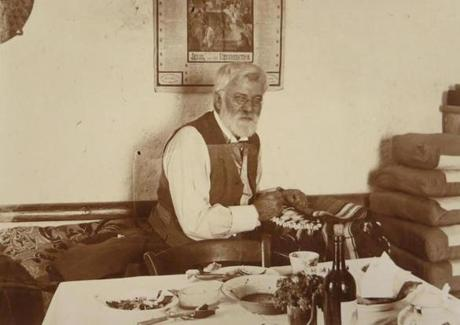 David Gordon Lyon fixing a saddle at Jaibeh in 1907.