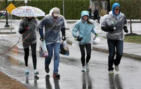 04-20-2015: Newton, MA: Spectators are covered against the rain on Heartbreak Hill in Newton, Mass. during the Boston Marathon April 20, 2015. Photo/John Blanding, Boston Globe staff story/, Sports ( )